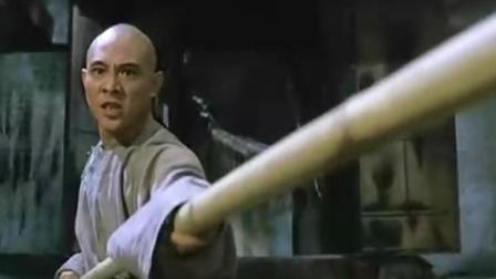 《黄飞鸿之壮志凌云》: 朝廷的走狗捉人, 黄飞鸿带徒弟对官兵出手