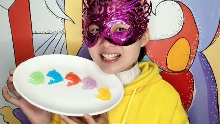 """妹子试吃""""海豚果冻"""", 5种颜色超漂可爱, 尝一口好软嫩香甜"""