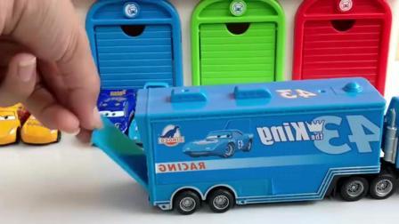 彩色大货车载小汽车宝贝 外出兜风儿童玩具视频