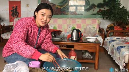 天气渐渐变冷, 山东农村姑娘要自制香肠, 她是这样制作腌料的!