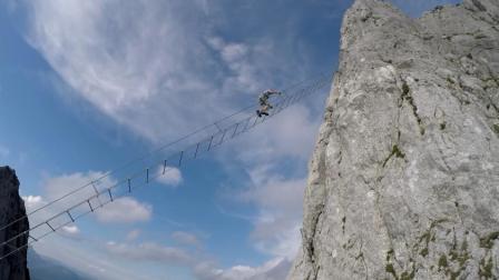 比玻璃栈道还要刺激的天梯, 没有防护措施, 一不小心就掉入万丈深渊