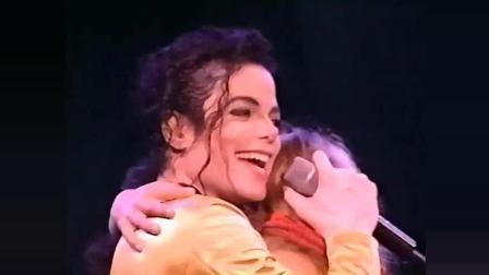 世界上最幸福的歌迷, 紧拥亲吻迈克尔杰克逊2分钟, MJ不舍而泣