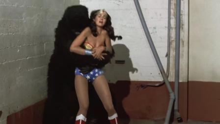 1975和2017版《神奇女侠》对比, 徒手挡子弹40年进化史, 不忍直视