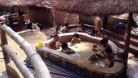 越南温泉都是泥巴: 被称为世界上最脏的温泉, 女人却最喜欢!