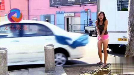 街头漂亮美女裙子突然掉落, 被男人发现后...(搞