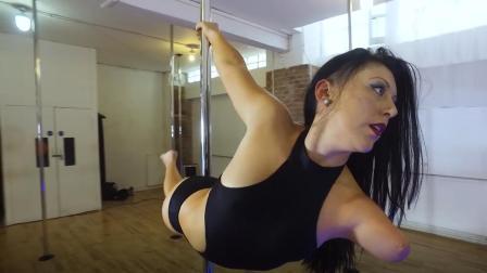 女子天生残疾没有左臂, 却成为钢管舞舞者, 拿到