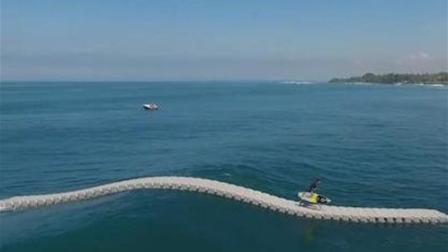 外国发明可任意组装的神奇浮块, 放在海上可组成