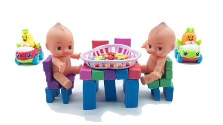 玩具桌和玩具桌和玩具婴儿和玩具沙子