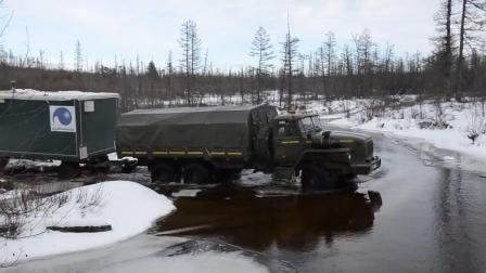 牛人驾驶大货车穿越雪地, 车虽不错, 不过关键还