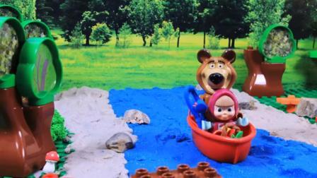 玛莎与熊: 小熊贪玩错过火车, 小朋友, 出去游玩要有时间观念哦!