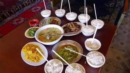 吃饭时, 为什么筷子不能竖着插在饭碗中间?