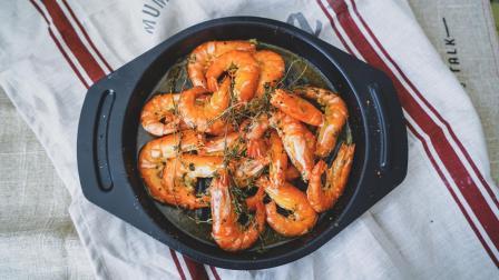 超简单方法教你5分钟在家就能吃到美味的节日菜肴-黄油黑胡椒百里香烤黑虎虾