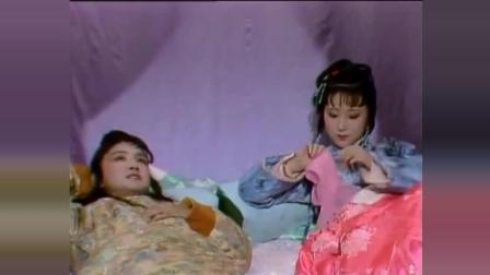 《红楼梦》一个细节, 林黛玉和贾宝玉嬉戏时, 为何把丝巾盖在脸上?