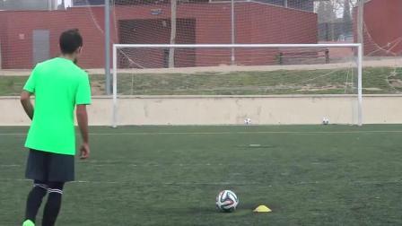 高手在民间系列! 足球牛人踢出左右摇摆的弧线球