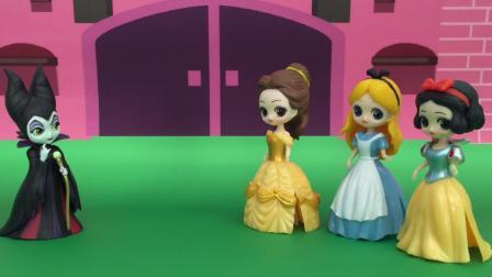 白雪公主、灰姑娘和贝儿公主向女巫婆婆许愿