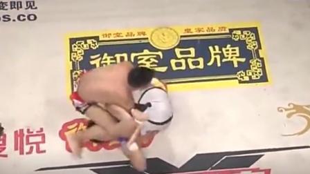 韩国拳手对中国选手进行挑衅, 中国小伙打的韩国