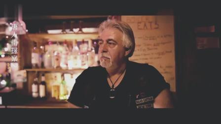 男子带人闯美国酒吧闹事, 对方一亮武器, 直接秒怂, 笑出了猪叫声