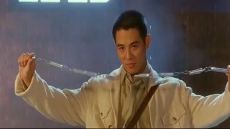 面对众多忍者,冒险王却不慌不忙的拿出九节鞭,是时候大展身手了