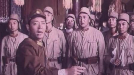 听说唱歌能吸引姑娘,鬼子卖力集体大唱,谁知来了这么多