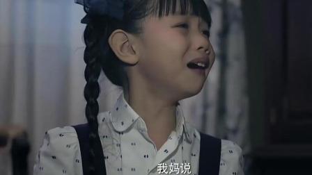 苏青发现秋霞晕倒了 赶忙去告诉正在唱戏的秋虹!