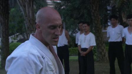 李小龙敢挑战柔术大师,教授说他不自量力,没想到李小龙打赢了