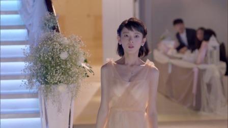 婚礼即将开始了,新娘却等着伴娘,不料伴娘出现的那一刻惊艳全场