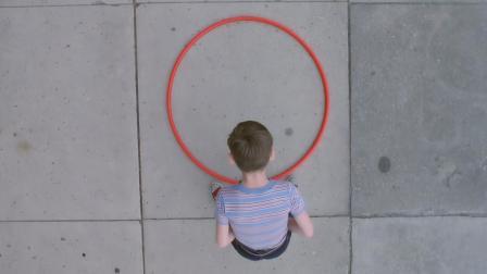 小伙发明了个圈圈, 所有人都笑他是傻子, 结果却成了亿万富翁!