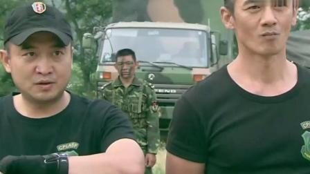 特种兵训练 一人拎条蛇 一人拿朵花 战友分别对他们无语和鼓励!