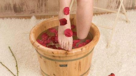 这些人不适合热水泡脚, 要注意了!