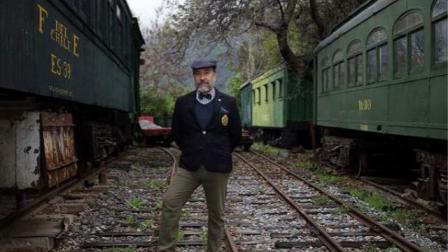 教授收藏全尺寸列车在家配建300米长轨道