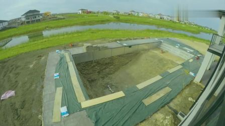 太牛了! 牛人引用西方技术建造一座活水游泳池