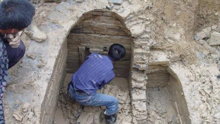 陕西郊区挖出一古墓, 墓中武士让人着迷, 考古队