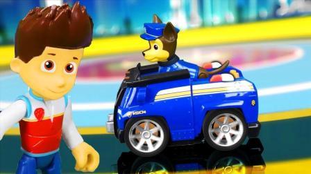 天! 究竟是谁在马路上乱丢垃圾? 汪汪队路马赶紧出动! 玩具故事
