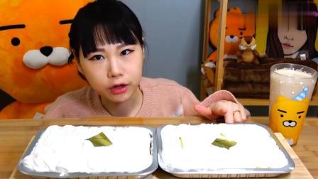 韩国大胃王卡妹吃炼乳蛋糕, 一口气全吃完了, 难道都不怕长胖吗?
