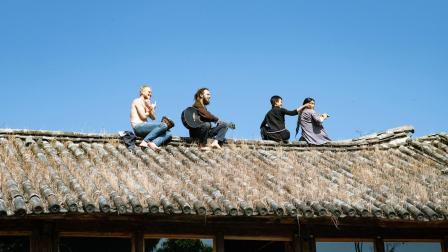 一群年轻人的山村聚居生活