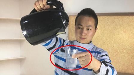 魔术揭秘为什么100度的开水可以瞬间结冰