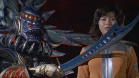 奥特曼: 爱迪身份被女队员知晓, 随后却被怪兽杀死, 爱迪愤怒了!