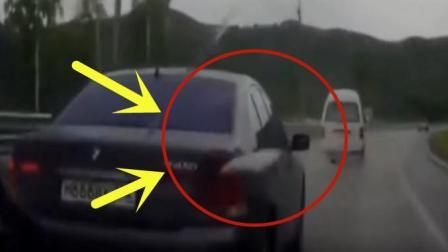 前方车子的司机居然犯了路怒症, 下车就是一阵大打出手