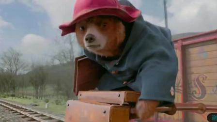 帕丁顿熊落水, 众人齐心协力营救帕丁顿熊, 感人