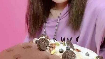 吃播: 12寸提拉米苏冰激凌蛋糕, 每一口都是幸福的模样!