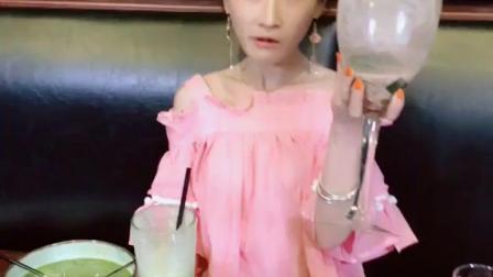 吃播: 大杯冰激凌果冻布丁, 这样吃着才过瘾!