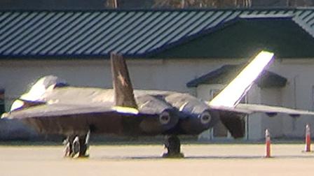 美空军基地突现一架歼20全尺寸模型:用途有点可笑