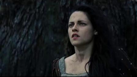 美女天生王族血统,猎手都解决不了的怪兽,她一个眼神就收服了