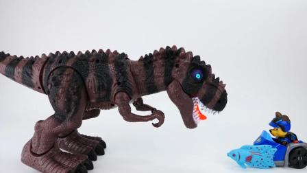 咦? 恐龙这是怎么了呢? 汪汪队的狗狗们给它送食物呢! 玩具故事