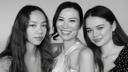 混血女儿共同为邓文迪庆祝50岁生日, 两个女儿颜值差距大!