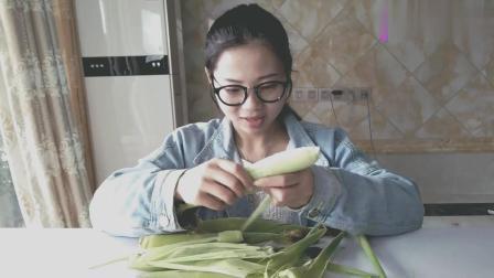 小姐姐试吃水果小玉米, 吃完表示味道很清甜, 比包菜好吃多了