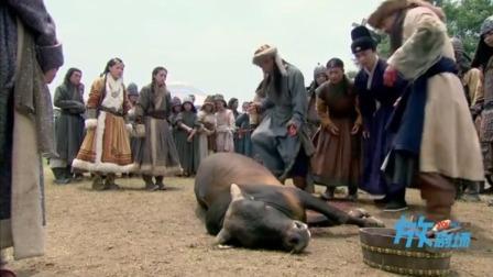 皇上马上就死了,美女把皇上塞进牛的肚子里,死马当活马医