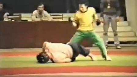 20年前的飞龙李建文打败俄罗斯搏击高手, 是不是真功夫一看便知