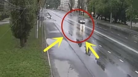 老司机开车出门, 下雨天路滑急刹车侧滑, 下秒老司机举止令人无语