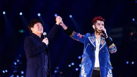 周华健和吴亦凡现场联手一曲《刀剑如梦》, 网友: 没有对比就没有伤害